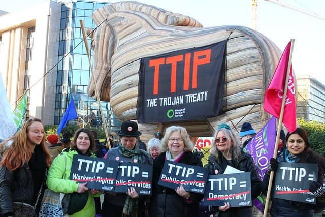 Zmanipulowany sondaż CBOS. Polacy popierają TTIP?