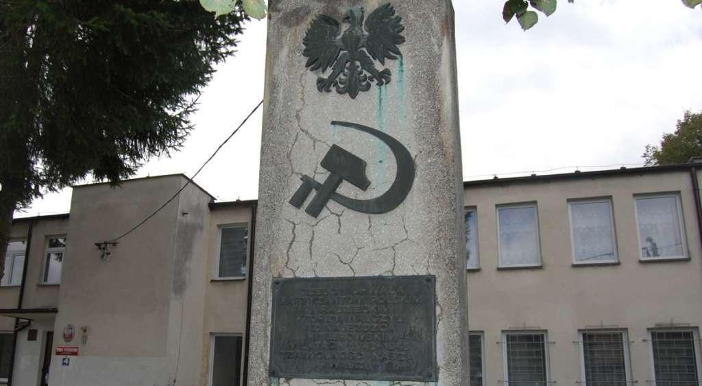 Inkwizycja IPN. Usunęli symbole walki z nazizmem
