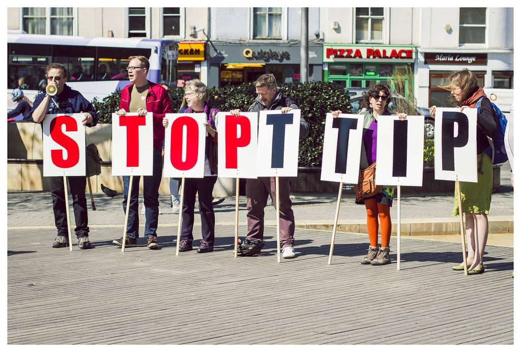"""Koncern paliwowy """"konsultuje"""" TTIP?"""