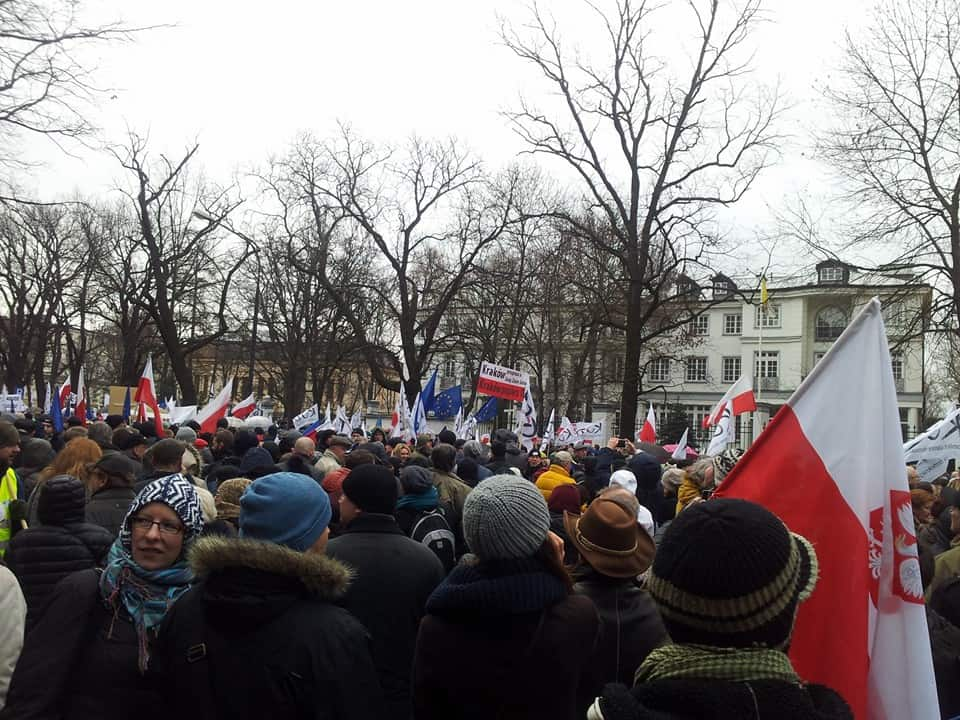 50 tysięcy ludzi w Warszawie broni demokracji
