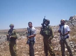 Izraelscy osadnicy i żołnierze / fot. Wikimedia Commons