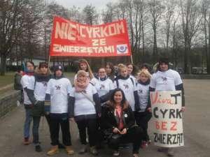 """Akcja aktywistów przed jednym z występów """"Arlekina"""" - fot. facebook.com/ Koalicja Cyrk Bez Zwierząt"""