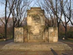 Pomnik Żołnirzy Radzieckich w warszawskim Parku Skaryszewskim, fot. wikimedia commons