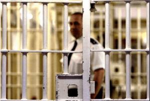 Raport dotyczący liczby obcokrajowców wśród więźniów stał się przyczyną burzy medialnej w Wielkiej Brytanii/ twitter.com
