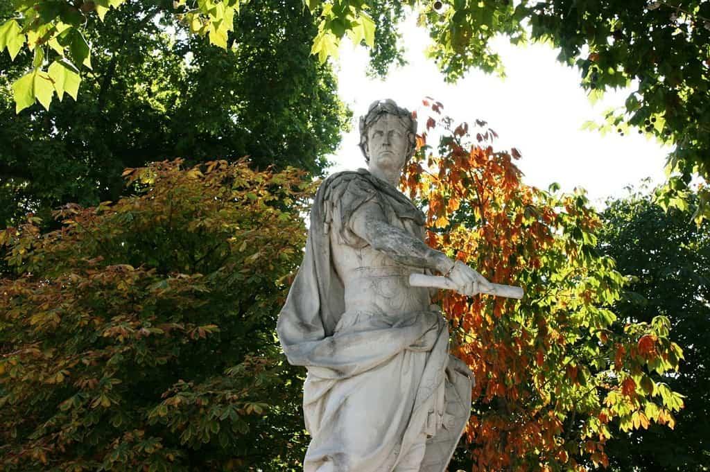 Juliusz Cezar, Ogród Tuilleries, Paryż, fot. pixabay.com/ alexandria