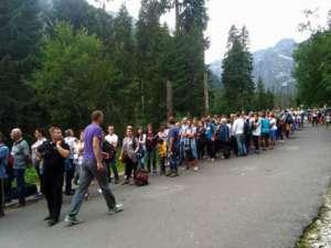 Przerażająca kolejka do konnych bryczek na Morskie Oko, fot. Facebook.com/ Skitourowe Zakopane, autor: Andrzej Buliński