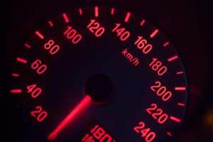"""Radny PiS chroni tylko """"życie"""" przed narodzeniem - przekroczył prędkość o ponad 50 km/h w terenie zabudowanym/pixabay.com"""