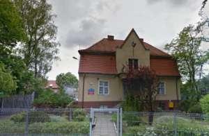 Izba Dziecka w Gdańsku, gdzie toalety i łazienki mają szklane, przezroczyste drzwi/google maps