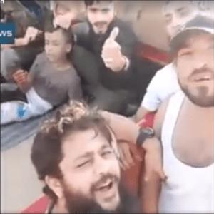 """Dzieciobójcy z """"umiarkowanej opozycji"""" na kilka chwil przed barbarzyńskim morderstwem szyickiego 12-latka. Kadr z wykonanego przez nich nagrania wideo."""
