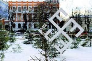 Nazistowska ornamentyka świąteczna na ulicach Rygi
