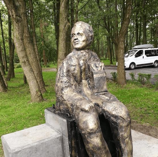 [Obrazek: Gosiewskiego-pomnik.png]