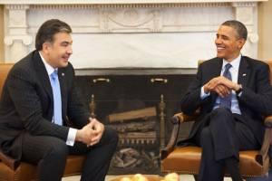 Obama i Saakaszwili w gabinecie owalnym w Białym Domu. Źródło: Wikimedia.