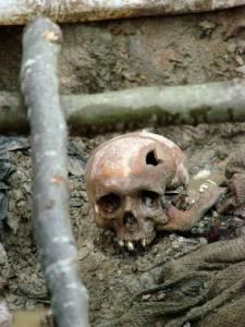 Wikimedia, zdjęcie z ekshumacji jednego z grobów niedaleko Srebrenicy.