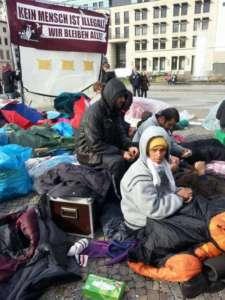 Protest głodowy uchodźców pod Bramą Brandenburską. fot. Marcelina Zawisza