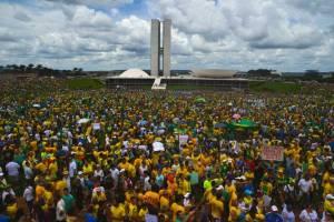 A manifestação contra o governo e a corrupção na Esplanda dos Ministérios ( Marcello Casal Jr/Agência Brasil)