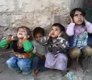 Dzieci podczas nalotów w Sanie, stolicy Jemenu / twitter.com