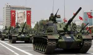 Defilada wojsk tureckich na cześć Ataturka / madworldnews.com