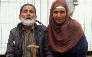 Najstarszy uchodźca z córką / twitter.com