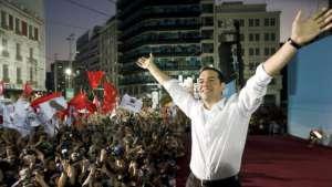 Aleksis Tsipras triumfuje/ wikipedia commons