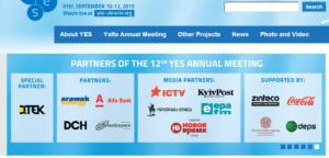 """Zrzut ekranu z oficjalnej strony internetowej YesUkraine2015, ukazujacy logotypy """"partnerów""""."""