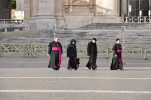 pixabay.com/pl/religia-vatican-rome-biskup-yolanda
