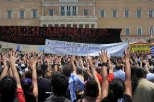 Demosntracja przeciwko cięciom pod greckim parlamentem / wikipedia commons