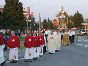 Katolicka procesja w jednym z hiszpańskich miast / wikipedia commons