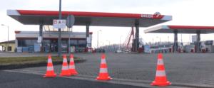 Właściciele stacji benzynowych zamykają swoje obiekty w obawie przed napadami kiboli / youtube.com