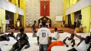 Migranci z Afryki nocują w kościele w Palermo / twitter.com