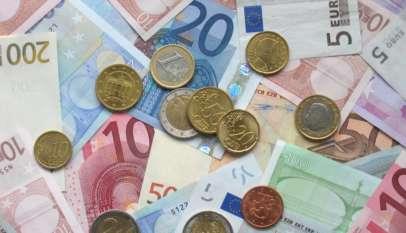 Banknoty i monety Euro.