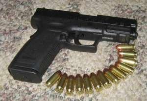 Pistolet i naboje kal. 45 mm