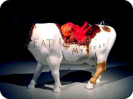 Zdjęcie poćwiartowanej krowy -- Źródło: Flickr.com, użytkownik: Troy Trolley