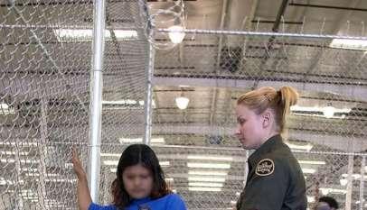 Nielegalna imigrantka i funkcjonariuszka amerykańskiej straży granicznej w ośrodku dla uchodźców