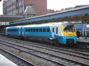 Pociąg typu British Rail Class 175 na dworcu w Newport / wikipedia commons
