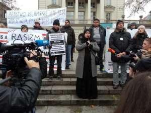Poznańscy muzułmanie na demonstracji przeciwko terroryzmowi OPI / facebook.com/MCKO.Poznan