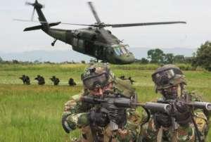 Paramilitares - przykład zbrojnych bojówek finansowych przez rząd w Kolumbii / wikimedia commons