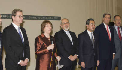 Irański minister spraw zagranicznych Mohammed Dżawad Zarif w otoczeniu przedstawicieli UE, USA, MAEA i krajów, z którymi Iran zawarł porozumienie nuklearne