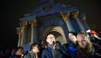 Arsenij Jaceniuk. Na zdjęciu jako jeden z wodzów Majdanu, dziś jego rząd broni się przed upadkiem / fot. Wikimedia Commons