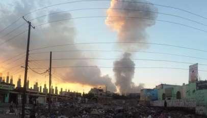 Stolica Jemenu płonie podczas saudyjskich bombardowań / fot. Wikimedia Commons