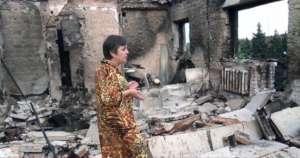 Mieszkanka jednego ze zniszczonych osiedli w miejscowości Yasynuvata na wschodzie Ukrainy / wikipedia commons