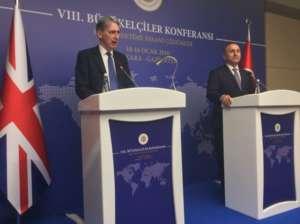 Philip Hammond na konferencji ze swoim tureckim odpowiednikiem Ahmetem Davutoglu, źródło :Twitter