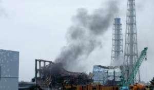 Dym wydobywający się z uszkodzonej siłowni w Fukushimie / flickr.com