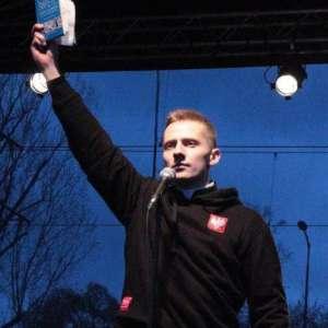 Ksiądz Jacek Międlar podczas jednego ze swoich seansów nienawiści / twitter.com