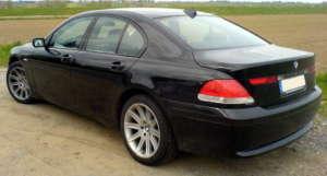 BMW serii 7 - w takim aucie przemytnik upchnął 13 imigrantów / wikipedia commons