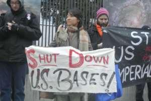 Japońscy i polscy działacze antymilitarni na wspólnej pikiecie pod ambasadą USA / fot. Piotr Nowak