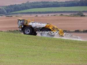 Pestycydy są coraz częściej używane w rolnictwie, stąd ich ślady można znaleźć w produktach tak różnych jak chleb i organiczne podpaski Wikimedia Commons