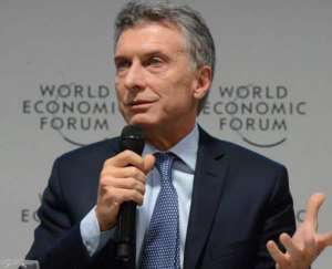 Prezydent Mauricio Macri jest dziedzicem olbrzymiej fortuny, zwolennikiem neoliberalnej, wolnorynkowej polityki i zaostrzenia walki z korupcją i przestępczością narkotykową. Skład jego gabinetu przypomina Who Is Who argentyńskiego biznesu- minister finansów to były szef banku JPMorgan Chase, a minister energetyki był do niedawna szefem lokalnej filii Shella Prezydent zapowiada wznowienie współpracy Argentyny z MFW źródło: https://twitter.com/mauriciomacri