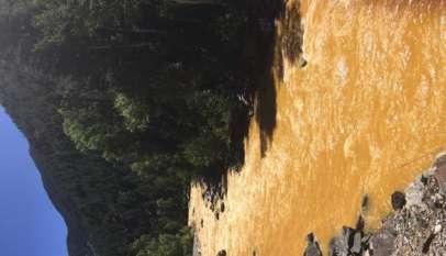 Zatruta rzeka Animas w USA, zdjęcie wykonane dzień po wycieku z kopalni Gold King. / Źródło: Wikimedia Commons
