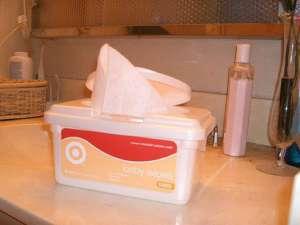 Niewinna paczka z próbkami chusteczek spowodowała paraliż fabryki, fot. flickr.com/ Bev Sykes