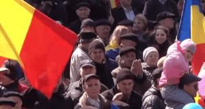 Uczestnicy marszu na rzecz zjednoczenia w Kiszyniowie / youtube.com